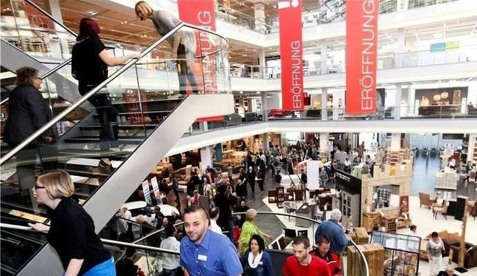 Tausende strömen zu Eröffnung ins Möbelzentrum Pforzheim