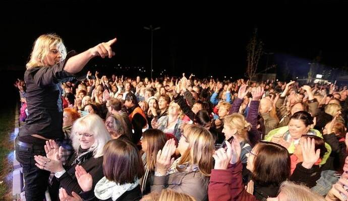 Band Münchener Freiheit überzeugt rund 700 Fans vor dem