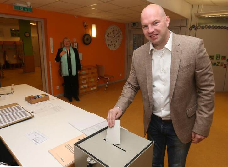 Ob Wahl In Pforzheim Blick In Die Wahllokale Foto