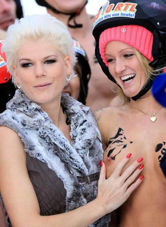 Nacktrodeln mit Dschungelkönigin Melanie Müller