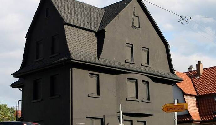 Schwarzes Haus vorwurf ist die schwarze villa in pforzheim ein plagiat