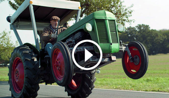 dorfdrift rasender traktor ist neuer edeka videohit pz das nachrichten portal der. Black Bedroom Furniture Sets. Home Design Ideas
