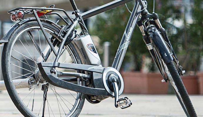 loch in au enwand geschlagen e bikes f r euro. Black Bedroom Furniture Sets. Home Design Ideas