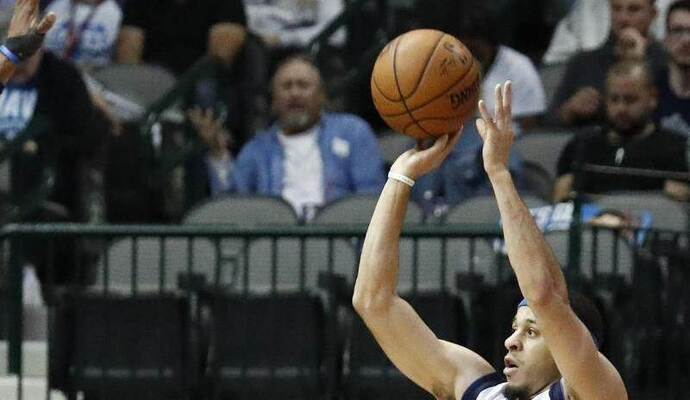 Mit 23 Punkten war Seth Curry der beste Werfer der Mavericks. Foto: Larry W. Smith