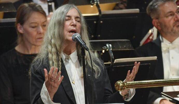 US-Rockikone Patti Smith sang bei der Feier in Stockholm den Dylan-Song «A Hard Rains A-Gonna Fall». Vor lauter Aufregun