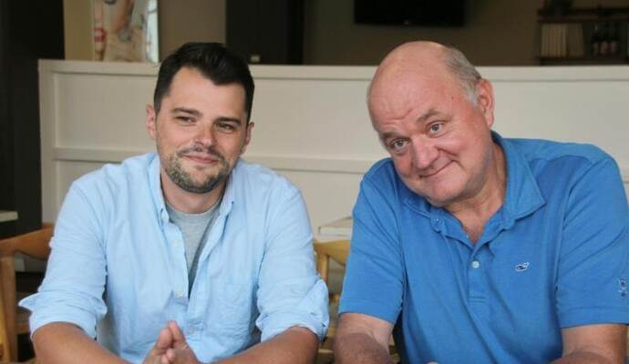 "Alan Sytsma (l) und Adam Platt in der Kantine des ""New York Magazine"" in Manhattan, New York. Foto: Christina Horsten"