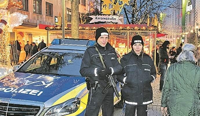 Pforzheimer Weihnachtsmarkt.Bummeln Unter Polizeischutz Weihnachtsmärkte Werden Geschützt