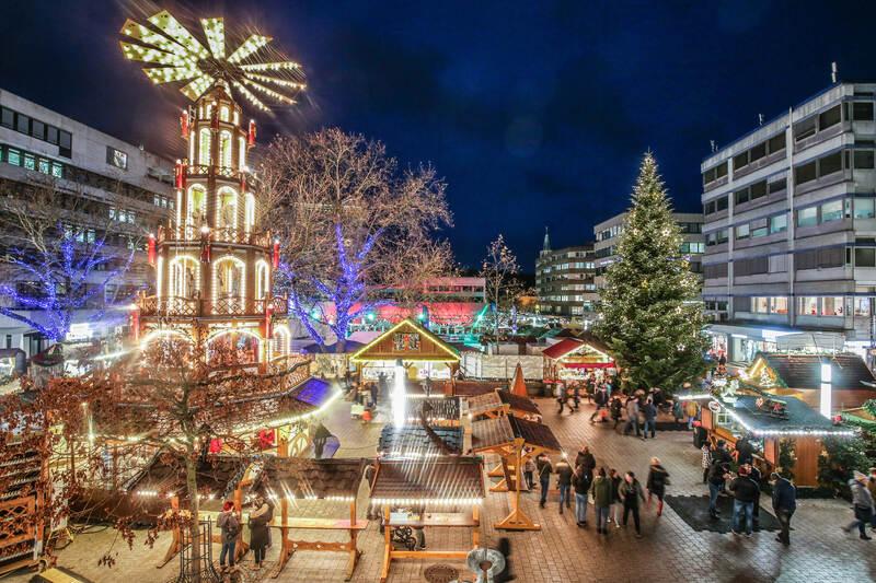 Pforzheimer Weihnachtsmarkt.Glänzender Auftakt Für Goldene Zeiten Weihnachtsmarkt Eröffnet