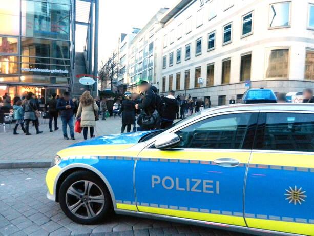 Polizeieinsatz Bei Der Schlossle Galerie Bildergalerien Pforzheimer Zeitung