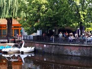 f50f9e92a088b7 Die Tretboote stehen parat und der Biergarten lockt  Gleich zum Saisonstart  genießen Dutzende Besucher das