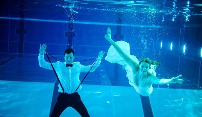 Unter Wasser Getraut Fotoshooting Im Muhlacker Hallenbad
