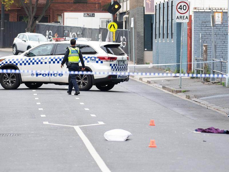 Polizisten sichern den Tatort vor der Disocthek «Love Machine» in Melbourne. Foto: Ellen Smith/AAP