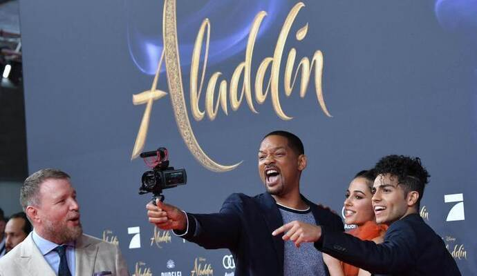 Will Smith stellt mit Guy Ritchie, Naomi Scott und Mena Massoud den Film «Aladdin» in Berlin vor. Foto: Jens Kalaene