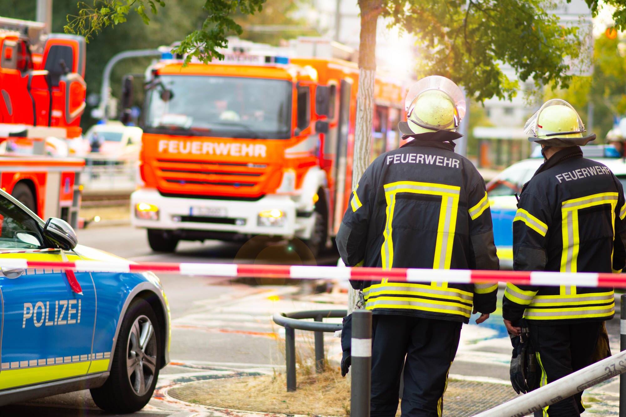 Auto überschlägt sich bei Königsbach-Stein – 33-jährigen Fahrer hätte es schlimmer treffen können - Region - Pforzheimer-Zeitung - Pforzheimer Zeitung