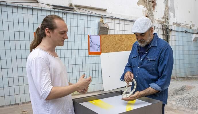 Gemeinsam stark: Absolventen der Goldschmiedeschule in Pforzheim zeigen ausgefallene Schmuckstücke