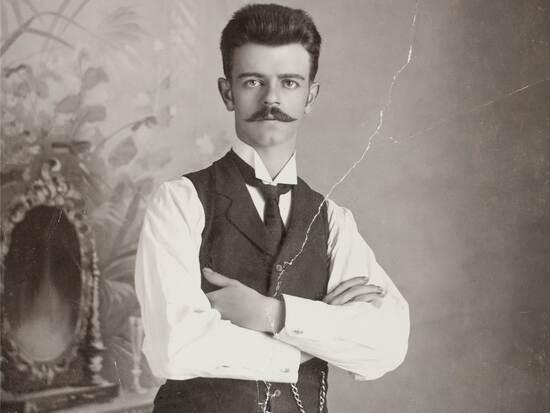 760_0900_132018_Guillermo_Kahlo_Self_portrait_Google_Art.jpg